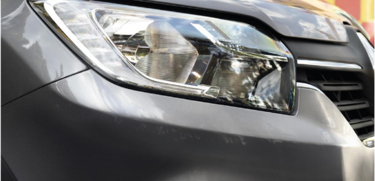 Renault LOGAN ZEN AC - faros